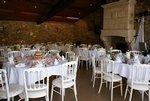 La salle Magnolia, en pierres et poutres apparentes  pour vos petits événements.