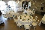 La salle Magnolia peut recevoir jusqu à 60 personnes en repas assis.