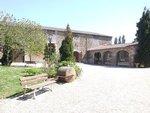 Pour votre mariage, le château de la Galissonnière vous est entièrement privatisé. 250 m² en espace intérieur et la cour du Château.