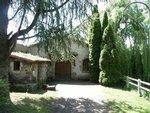 Pour les petites réceptions de moins de 50 personnes, nous vous proposons la location du caveau ste marguerite, salle conviviale au décor viticole!