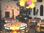 Le caveau ste marguerite est équipée dune cuisine, dun vestiaire et de sanitaires en extérieur. Le mobilier (tables rondes est chaises) est aussi fourni.