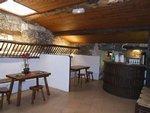 Le petit bar est généralement utilisé pour le service des pauses pour des petits groupes, ou pour faire office de loges pour des animations pandant les soirées d