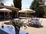 D?avril à Octobre, profitez des salons de jardin sortis dans la cour du Château.