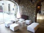 Pour vos réceptions, nous pouvons vous louer du matériel supplémentaire: Lounge, Manges debout, bar lumineux dans l entrée.