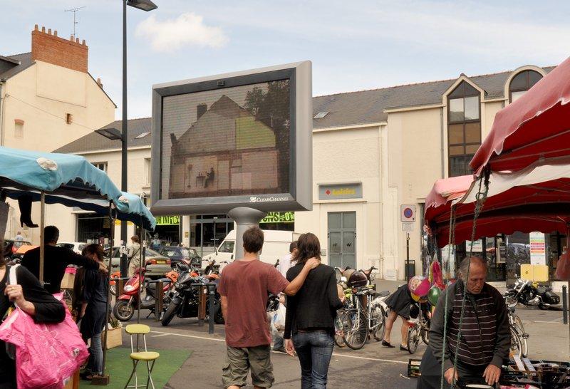 R minute, vidéos d artistes diffusées à Nantes sur le mobilier urbain  interactif - Collectif R 3b295ab7280a
